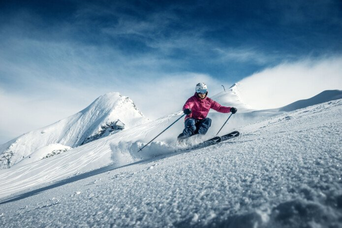 skiing on the glacier Kitzsteinhorn in Zell am See-Kaprun | © Gletscherbahnen Kaprun AG