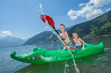 Kids splash around at Lake Zell | © Zell am See-Kaprun Tourismus GmbH