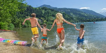 Family at Lake Zell | © Zell am See-Kaprun Tourismus GmbH