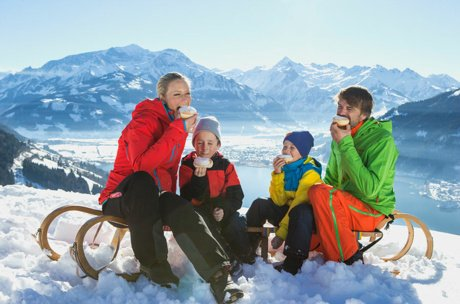 Family takes a break on Mitterberg | © Zell am See-Kaprun Tourismus