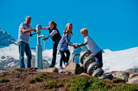 Family trip to the high alpine reservoires Kaprun | © Verbund MAXUM