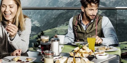 Family meal in holidays in Zell am See-Kaprun | © Schmittenhöhebahn