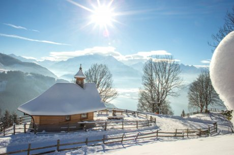 Snowy chapel in Thumersbach | © Zell am See-Kaprun Tourismus
