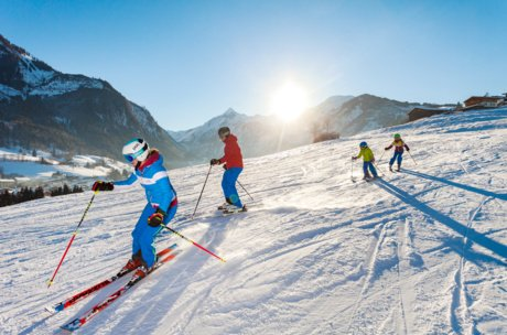 Skiing together in Zell am See-Kaprun | © Maiskogel Betriebs AG