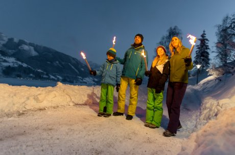 Guided torchlight walk for the whole family in Zell am See-Kaprun | © Zell am See-Kaprun Tourismus