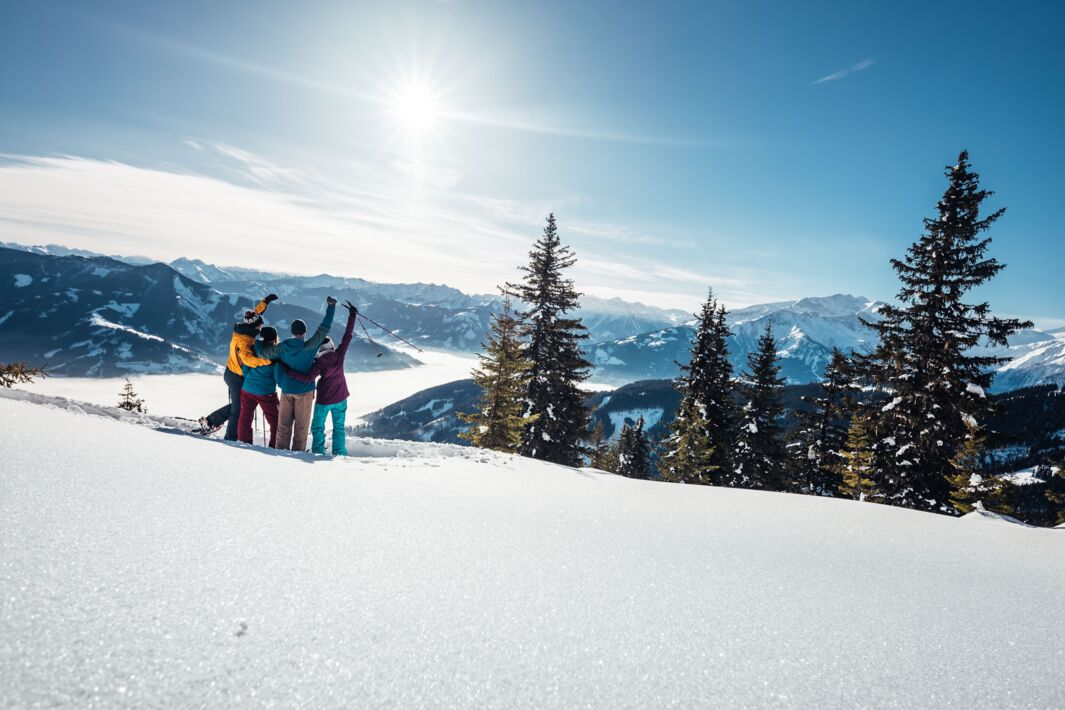 Break after Snow shoeing with a view over Zell am See-Kaprun | © Zell am See-Kaprun Tourismus GmbH