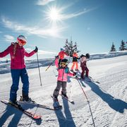 family skiing day in Zell am See-Kaprun | © Zell am See-Kaprun Tourismus