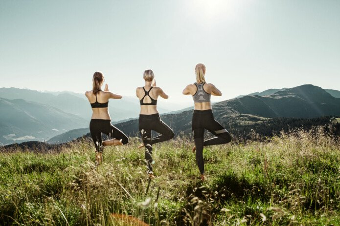 Yoga on the mountain, Zell am See-Kaprun | © Schmittenhöhehöhebahn / Felsch