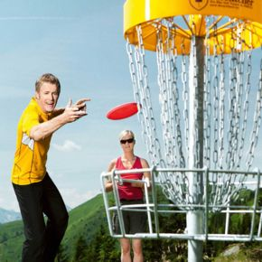 Friends playing discgolf | © Schmittenhöhehöhe