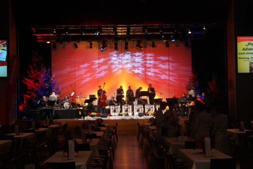 Concert: Swinging Christmas with the Big Band 2000