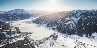 Zell am See-Kaprun from above with Lake Zell, Schmittenhöhe and Kitzsteinhorn glacier | © Zell am See-Kaprun Tourismus GmbH
