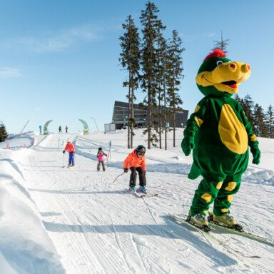 Easy skiing for children: at the dragon kids park of Schmidolin at Schmittenhöhe in Austria | © Schmittenhöhebahn AG