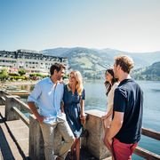 Summer at the lake with friends in Zell am See | © Zell am See-Kaprun Tourismus