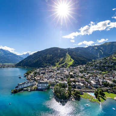 Center of Zell am See surrounded by lake Zell | © Zell am See-Kaprun Tourismus