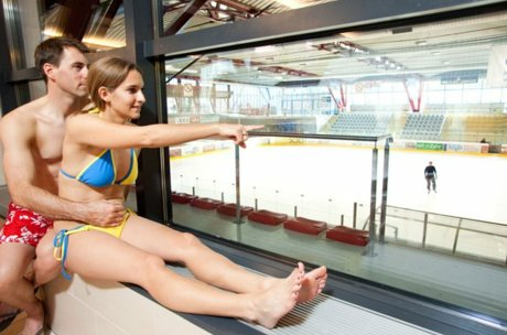 relaxing in the leisure center Zell am See | © FREGES Zell am See