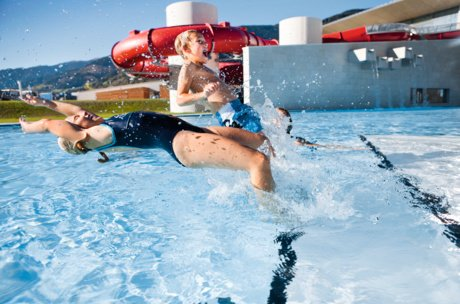 outdoor pool fun for the whole family   © Tauern SPA Zell am See-Kaprun