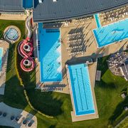 Four outdoor pools at Tauern Spa for summer-water fun  | © Tauern Spa