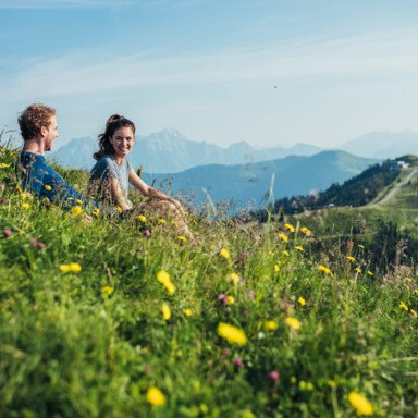 Enjoying the view over the mountains while a hiking break   © Zell am See-Kaprun Tourismus