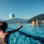 Family holiday by the lake in SalzburgerLand in Austria | © Zell am See-Kaprun Tourismus