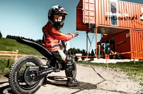 Kid on a E-Motocross | © Schmittenhöhehöhe