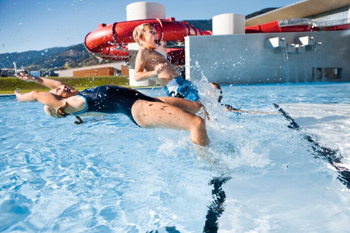 outdoor pool fun for the whole family | © Tauern SPA Zell am See-Kaprun