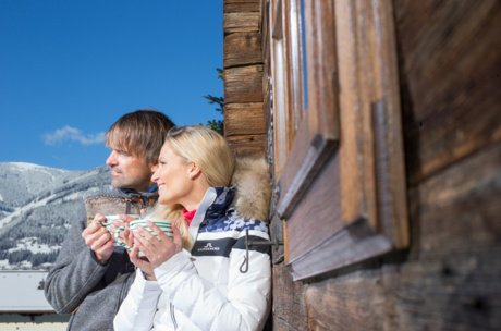 couple seizes holiday in a traditional mountain hut | © Faistauer Photography