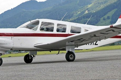 Plane at the airfield Zell am See | © Alpenflug Zell am See