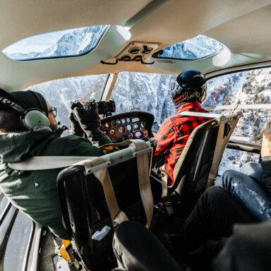 behind the scenes of a helicopter pilot | © Marko Roth