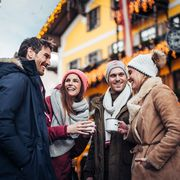drinking mulled wine in the old town of Zell am See | © Zell am See-Kaprun Torusimus