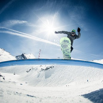 Snowparks and Pipes at Kitzsteinhorn in Austria | © Markus Rohrbacher