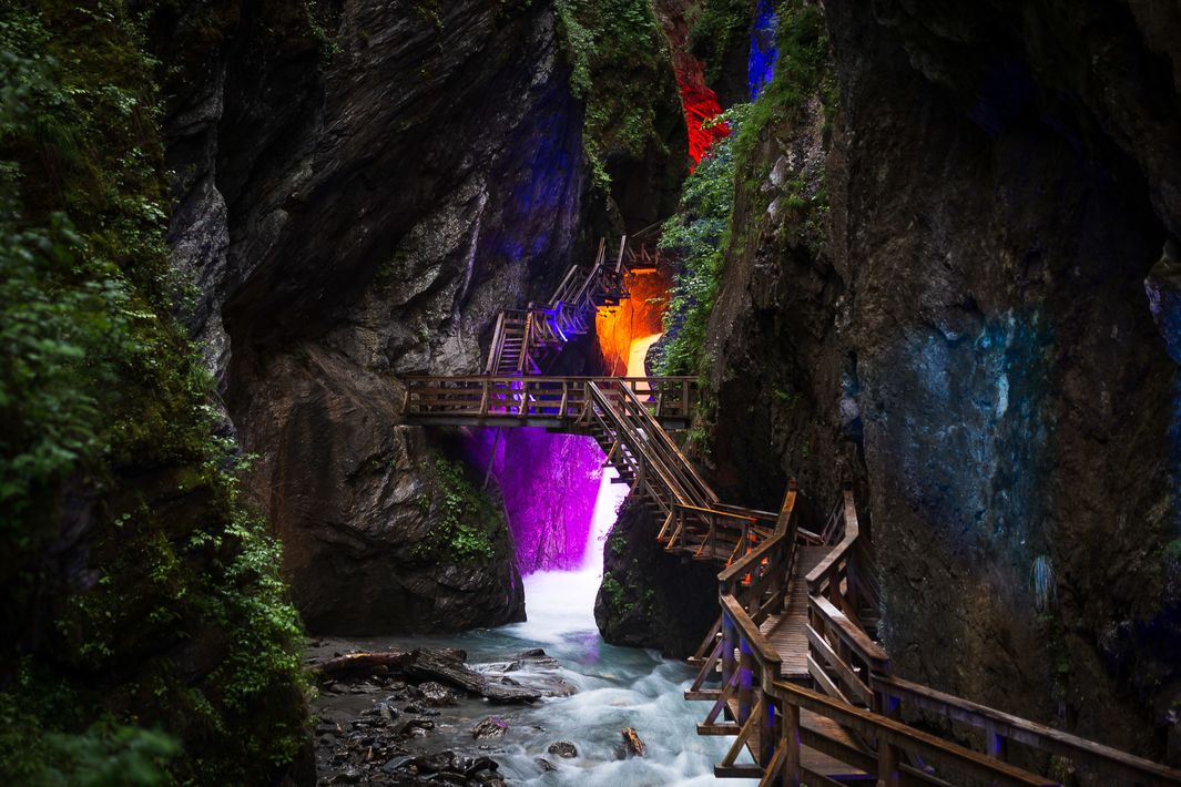 Nature-festival enchanted by colourful light and roaring water | © Expa Jürgen Feichter