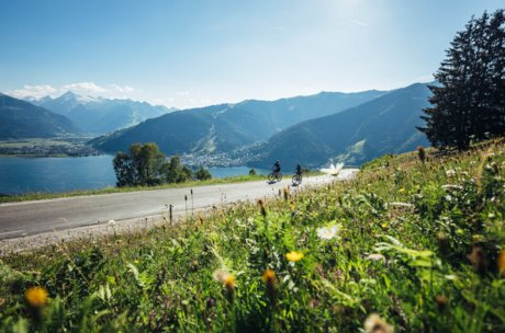 Biking with fantastic views in Thumersbach | © Zell am See-Kaprun Tourismus