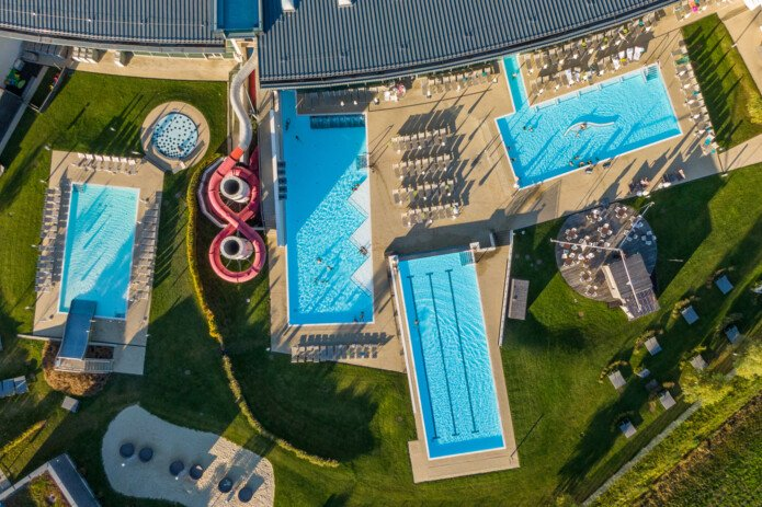 Four outdoor pools at Tauern Spa for summer-water fun    © Tauern Spa