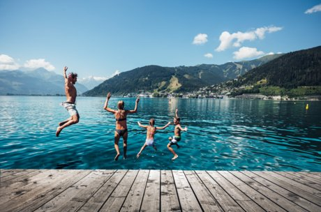 Jumping into Lake Zell | © Zell am See-Kaprun Tourismus