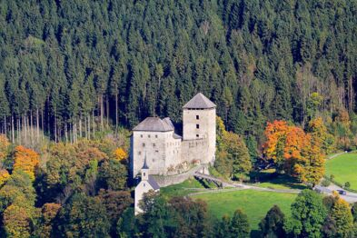 Kaprun Castle in autumn: Holidays in Salzburger Land | © Zell am See-Kaprun Tourismus