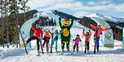 Winter holiday for young and old in Austria: skiing in SalzburgerLand | © Schmittenhöhebahn AG