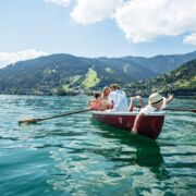 Water fun during family holidays at the lake in Austria | © Zell am See-Kaprun Tourismus