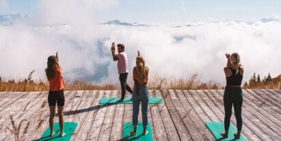 Yoga on the mountain during summer vacation | © Johannes Radlwimmer