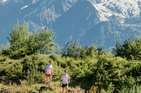 Trailrunning with view to glacier, mountain and lake | © Zell am See-Kaprun Tourismus