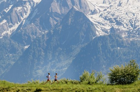 Running with view to the glacier | © Zell am See-Kaprun Tourismus
