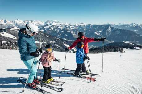 Skiing fun with the whole family in Zell am See-Kaprun | © Zell am See-Kaprun Tourismus